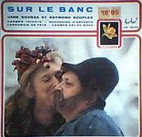 JANE SOURZA ET RAYMOND SOUPLEX SUR LE BANC